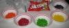 Фото: Сортируем конфеты по цветам (вкусам).