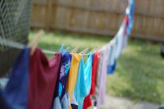 Фото: Белье сушится на верёвке.