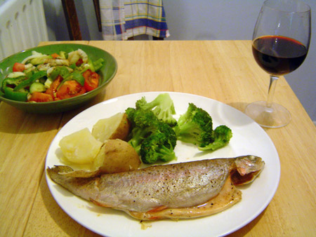Фото: рыба и красное вино
