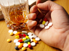 Фото: Алкоголь и лекарства: антибиотики, контрацептивы, снотворное.