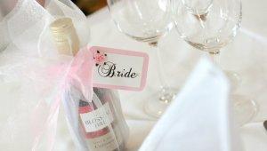 Фото: Алкоголь и свадебный банкет.
