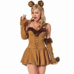 Фото: Женщина в костюме львицы.
