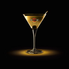 Фото: коктейль Martini Gold Finger
