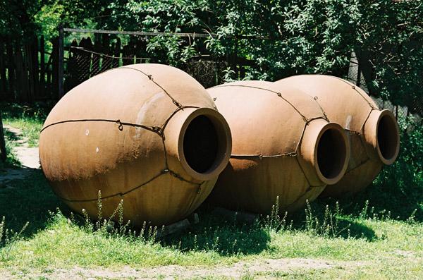 Фото: Квеври, глиняный кувшин для брожения и хранения вина