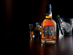 Фото: Бутылка шотландского виски «Chivas Regal» 18 летней выдержки.