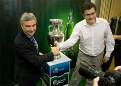 Фото: «Carlsberg Group» презентовал в Украине главный трофей Чемпионата УЕФА ЕВРО 2012™