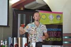 Фото: «Неразрываемый бармен» Ярослав Панов на мастер-классе в Днепропетровске