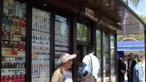 Фото: алкоголь и сигареты вернулись в киоски Киева