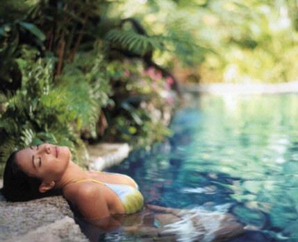Фото: Женщина в бассейне (оазисе).