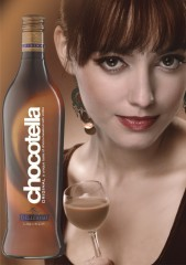 Фото: Шоколадно-ореховый ликер «Chocotella» от Киевского завода шампанских вин.