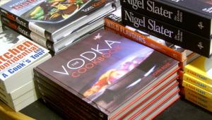 Фото: Книга Джона Роуза (John Rose) «The Vodka Cookbook» («Готовим с водкой»).