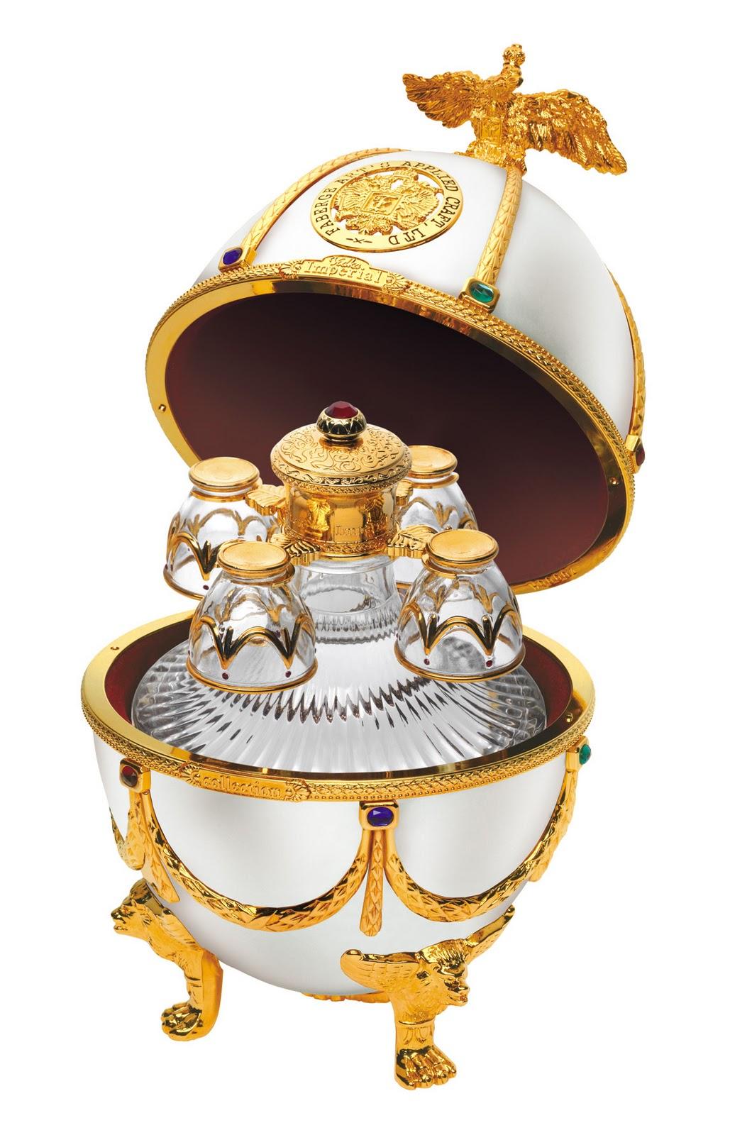 Фото: Водка из «Императорской коллекции Super Premium» в виде «Яйца Фаберже».