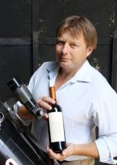 Фото: Ян Хатчеон (Ian Hutcheon) со своим вином «Meteorito».