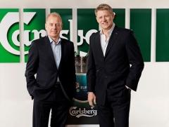 Фото: Петер Шмейхель, посол «Carlsberg» на ЕВРО 2012, и Йорен Буль Рассмусен.