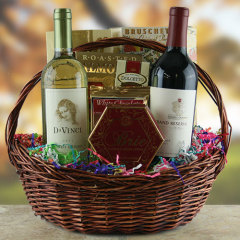 Фото: Вино в подарочном наборе.
