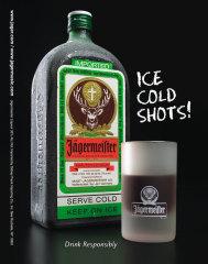 Фото: Бутылка и фирменная стопка ликера «Jägermeister».