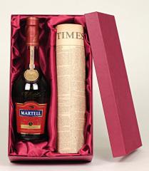 Фото: Подарочный набор из коньяка «Martell V.S.O.P Medaillon» и редкой газеты.