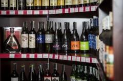 Фото: Полка со спиртным в одном из магазинов Симферополя.