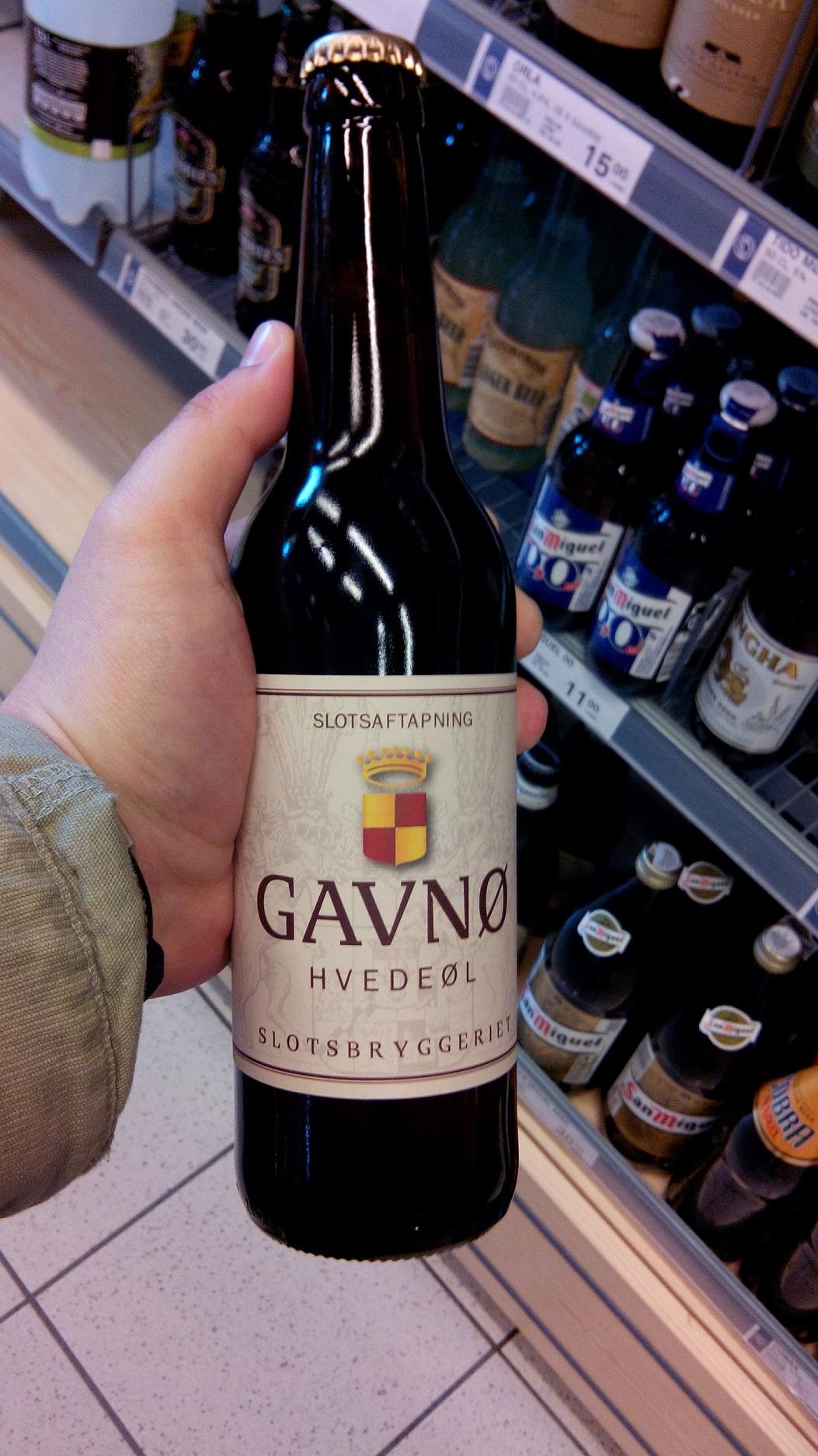 Фото: Вино «Gavno» на полке магазина в Копенгагене.