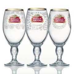 Фото: Уникальные бокалы «Stella Artois» с образцами традиционных орнаментов ручной работы.
