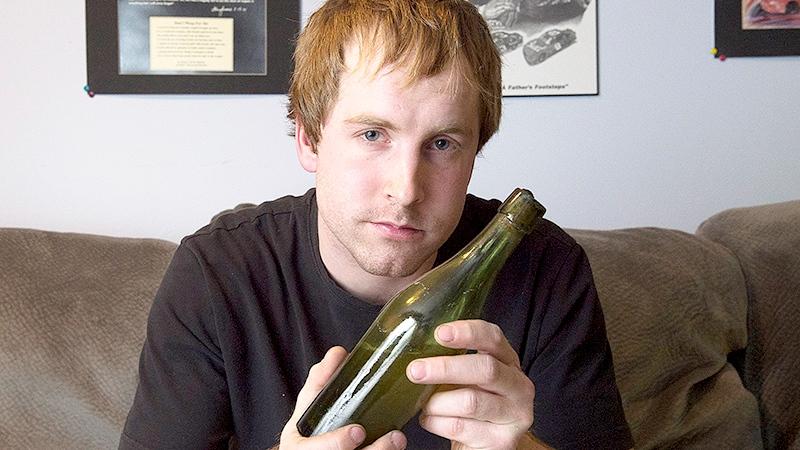 Фото: 125-річна пляшка пива знайдена на дні океану.