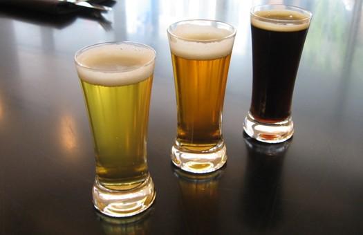Фото: три бокала пива