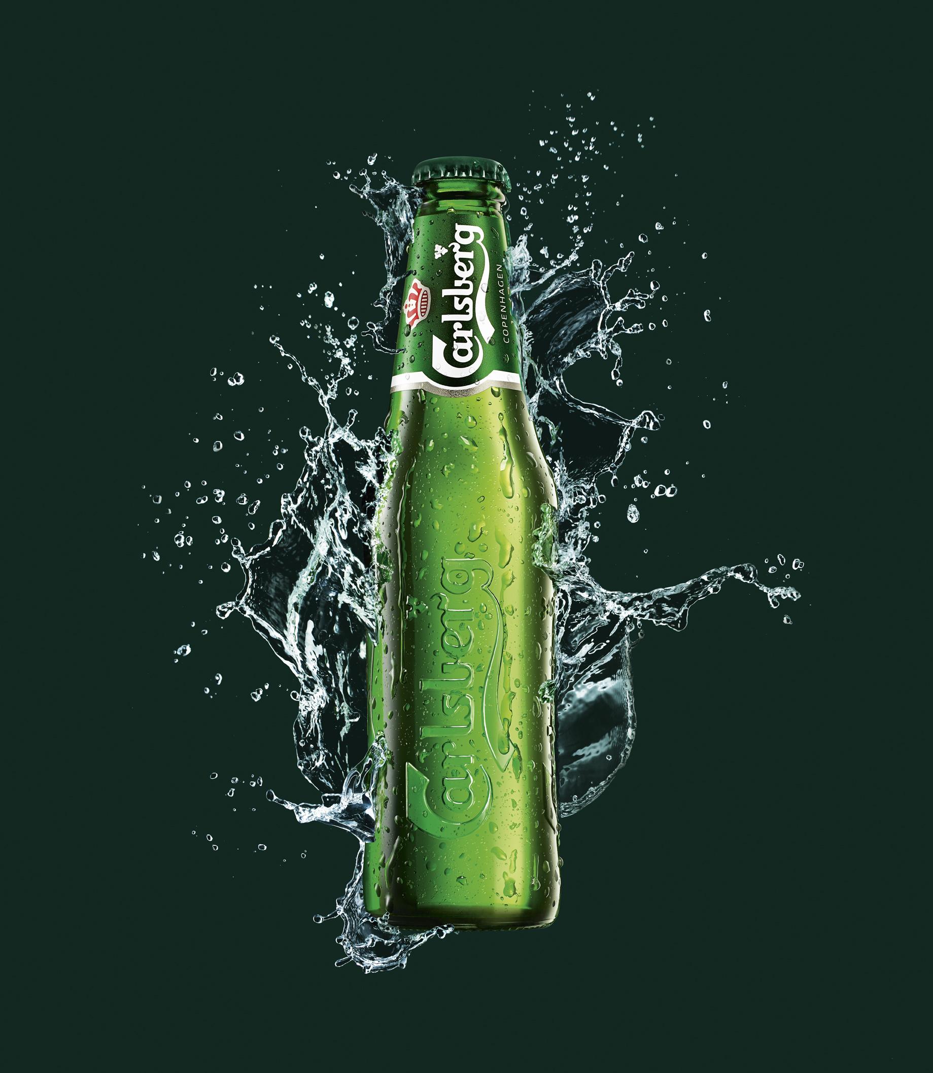 Фото: Бутылка пива «Carlsberg».
