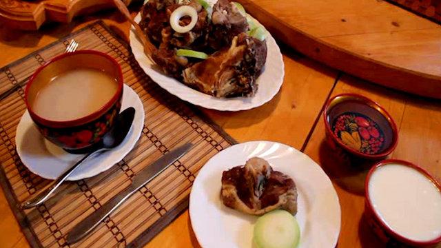 Фото: Алтайский суп кёчё, лепешки и арачка.
