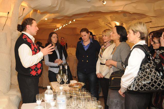 Фото: Винотека «Арлекин» выступила партнером открытых собраний двух известных клубов успешных женщин.