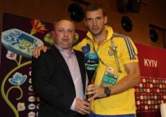 Фото: «Лучший игрок» матча Украина:Швеция — Андрей Шевченко.