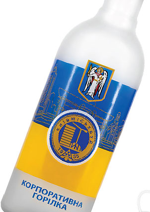 Фото: «ДанКо Декор» оформила бутылку для ПАО ХК «Киевгорстрой».
