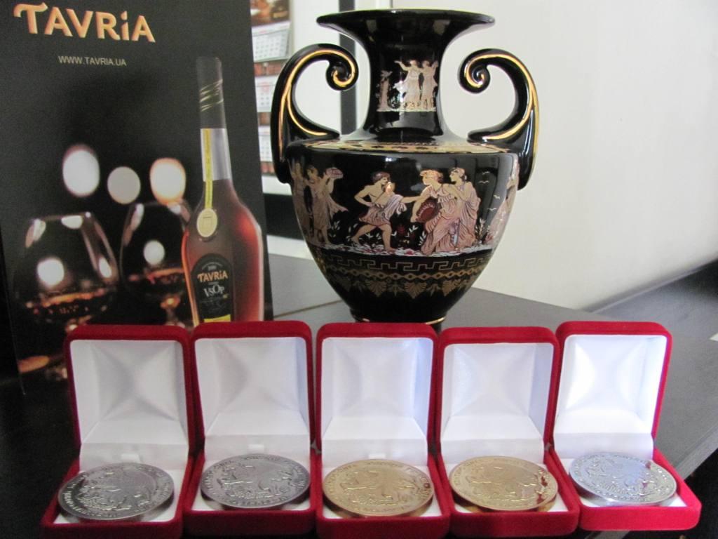 Фото: 7 наград коньяков «Таврии».