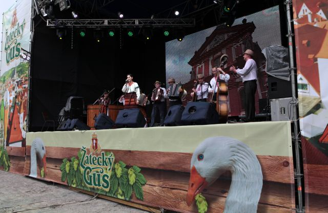 Фото: «Чешские пивные забавы» от пива «Zatecky Gus» в Каменец-Подольском.
