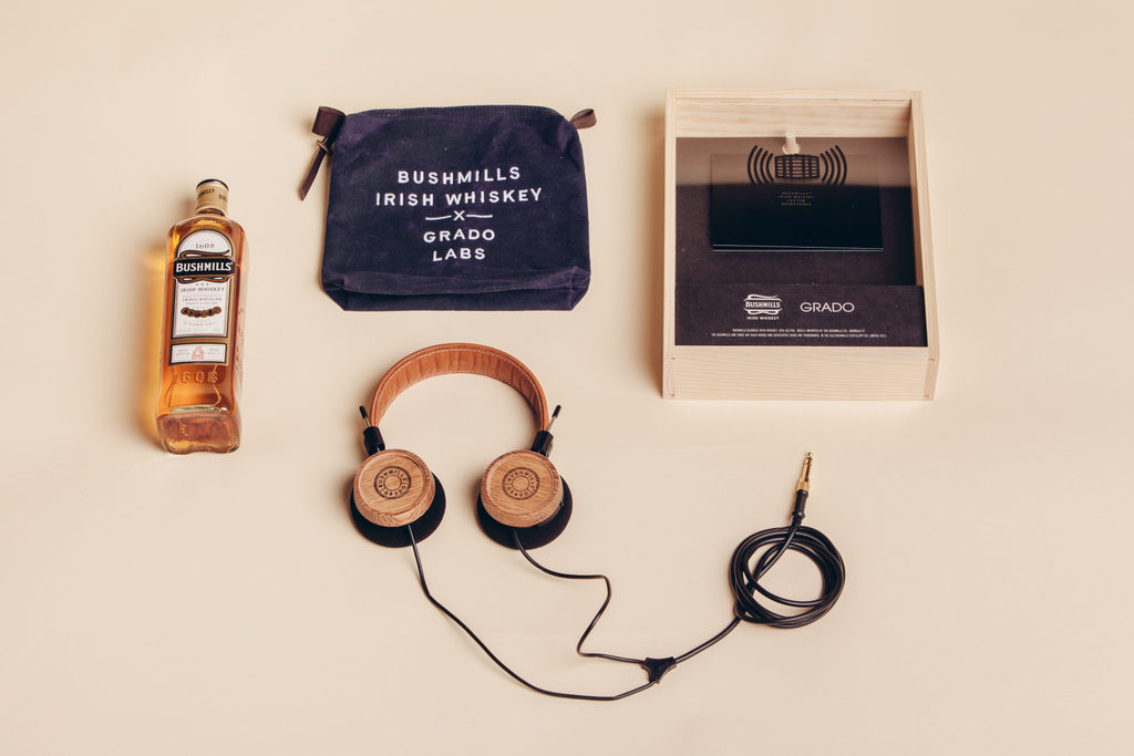 Фото: Наушники из бочек от виски — «The Bushmills x Grado Labs Headphone».