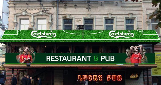 Фото: Терраса «Lucky Pub», оформленная вместе с пивом «Carlsberg».