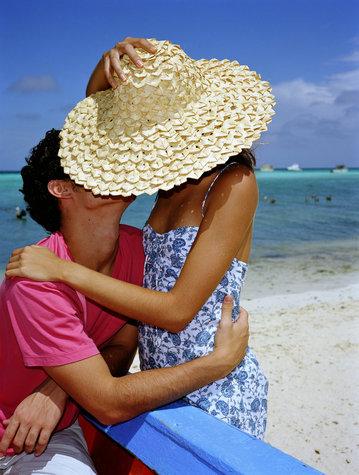 Фото: Поцелуй на пляже.