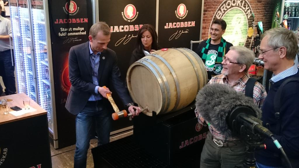 Фото: Торжественное открытие церемониальной бочки по случаю 10-летнего юбилея пивоварни «Jacobsen».