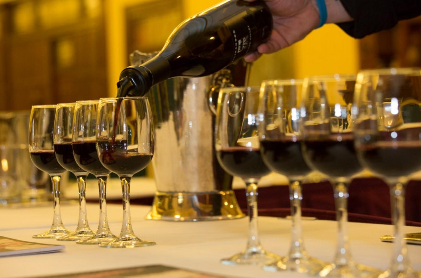 Фото: Как правильно дегустировать вино.